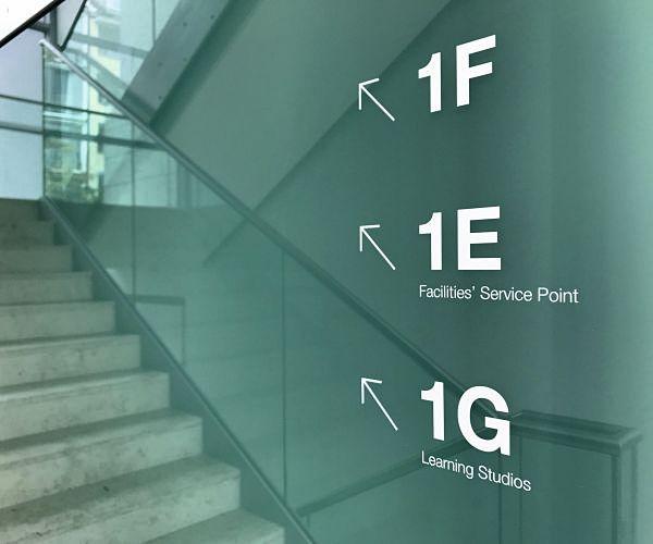 folien-beschriftungen-logos-leitsystem-orientieren-steelcase-pixelumpixel